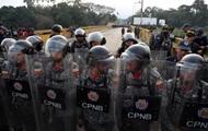 Из Венесуэлы в Колумбию дезертировали сотни военных
