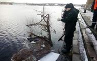 В Киеве из реки достали тело утопленника
