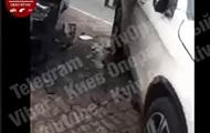 В Киеве в автомобиль бросили гранату