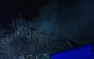 В Киеве горит трехэтажный жилой дом
