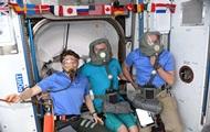 Экипаж МКС в противогазах исследовал новый корабль Crew Dragon