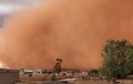 В Австралии сняли на видео мощную песчаную бурю