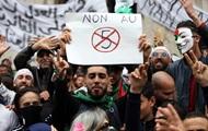 Протесты в Алжире: власти остановили движение поездов