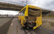 В Киеве эвакуатор протаранил маршрутку