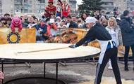 Национальный рекорд: на Масленицу в Донецкой области испекли блин-великан