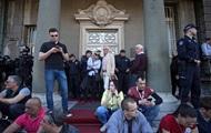 В Сербии протестующие заблокировали администрацию президента