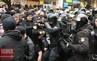 На митинге Порошенко подрались Нацкорпус и полиция