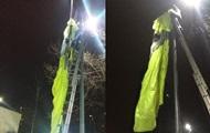 В Киеве экстремал прыгнул с 30 этажа и повис на столбе