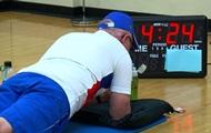 Американец в 71 год простоял в планке 38 минут