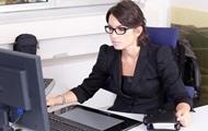 Ученые узнали почему красивые женщины реже становятся начальниками
