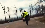 На Буковині поліцейський намагався втекти і з'їсти хабар