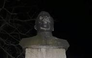 В Черниговской области националисты повредили памятник Ватутину