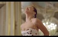 Спадающее платье Беллы Хадид покорило Сеть
