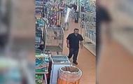 Американец украл питона, спрятав его в брюки
