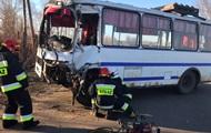 В Черниговской области автобус с пассажирами врезался в грузовик
