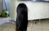 Отец шокировался, приняв дочь в парике за злой дух