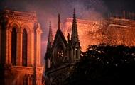 Пожар в Нотр-Дам: произведения искусств удалось спасти, собор тушат