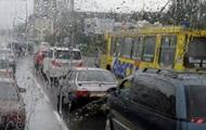 В Киеве образовались пробки из-за дождя и ремонта дорог