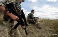 На Донбасі за добу 10 обстрілів, поранений боєць