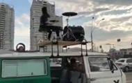 В Киеве барабанщик сыграл на крыше авто