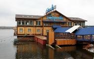 В Киеве обстреляли плавучий ресторан
