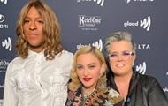 Мадонна станцевала ча-ча-ча с лесбиянкой и квиром