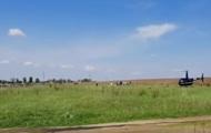В Черкасской области семья прилетела на кладбище на вертолете