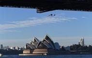 В Австралии 13 активистов Greenpeace привязали себя к мосту