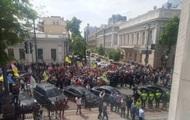 Евробляхеры устроили стычки с полицией под Радой