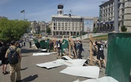 Радикалы снесли забор на аллее Небесной сотни