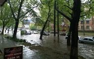 У Херсоні злива затопила частину вулиць