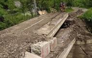 На Закарпатье восстановили сообщение через разрушенный мост