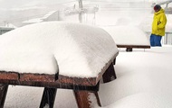 Австралию засыпает снегом