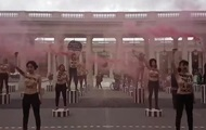 Возле Лувра прошла масштабная акция Femen