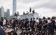Полиция Гонконга стреляет в протестующих резиновыми пулями
