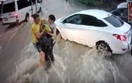 В Крыму спасли унесенного потоком воды ребенка