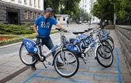 Біля будівлі АП встановили прокат велосипедів