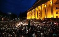 В Грузии штурмуют парламент из-за визита российских депутатов
