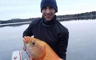 В США рыбак выловил гигантскую рыбу-мутанта
