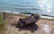В Одессе авто со склона упало на пляж