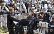 В Германии участники антиклиматического протеста подрались с полицией