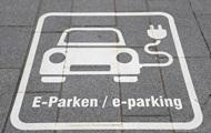 З липня електрозарядки на парковках будуть обов'язковими