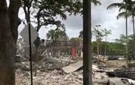 Мощный взрыв разрушил торговый центр в США