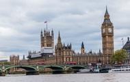 Катер с туристами протаранил Вестминстерский мост в Лондоне