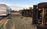 На трассе Киев-Одесса три человека погибли при столкновении зерновозов