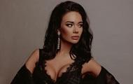Российская актриса открыла бутылку грудью