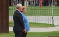 Меркель в третий раз испытала приступ дрожи