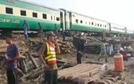 Пассажирский и грузовой поезда столкнулись в Пакистане: 11 погибших