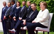 Из-за дрожания Меркель в Берлине изменили официальный протокол