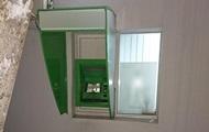 Під Харковом невідомі пошкодили банкомат
